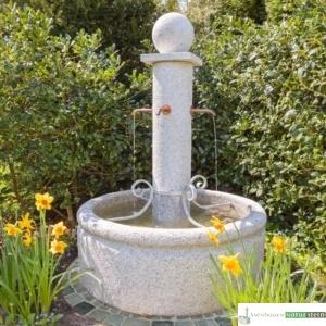 Granit Brunnen mit Säule und 4 Ausläufen