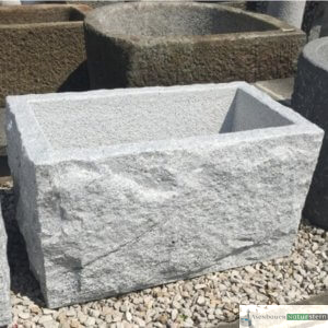 3. Granit-Brunnen spaltrau