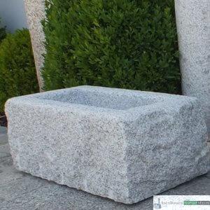 4. Granit-Blumentrog spaltrau