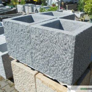 5. Granit-Brunnen viereckig, vollkantig