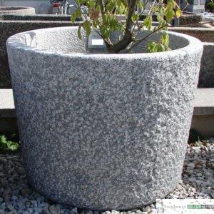 9. Granit-Brunnen konisch