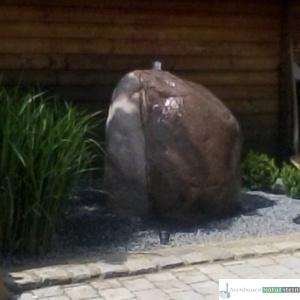 Quellstein rötlich, groß