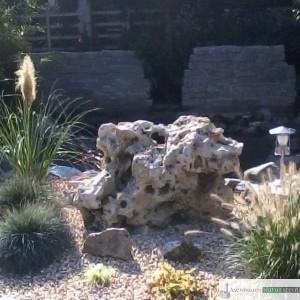 Jurakalk Lochgestein in verschiedenen Formen und Größen