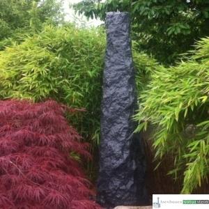 Obelisk dunkelgrau, ca. 180 cm hoch
