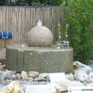 Wasserspiel Mühlstein mit Kugel