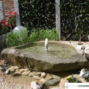 Granit Findlingsbecken mit Schaumsprudler