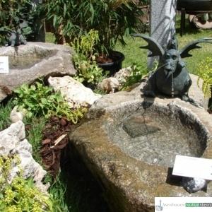 Granit Findlingsbecken mit Rottenecker Bronzefigur