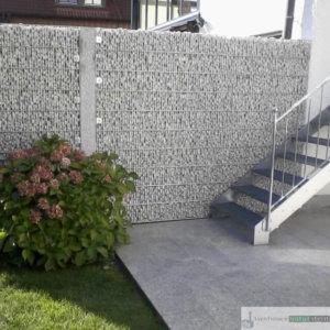 Gabionen Sichtschutz an Fassade, feinmaschig mit Weißenbacher