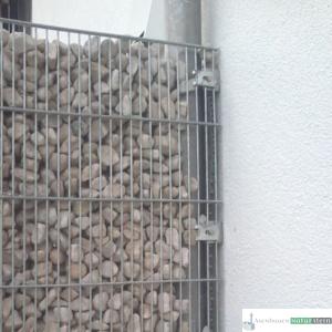 Gabionen Sichtschutz an Fassade, feinmaschig mit Weißenbacher Füllmaterial
