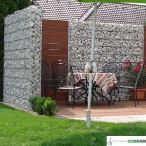 Gabionen Sichtschutz weitmaschig mit Weißenbacher Füllmaterial und Holz-Elementen