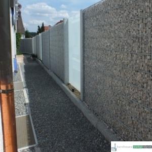 Gabionen Sichtschutz feinmaschig mit Weißenbacher Füllmaterial und Glas-Elementen