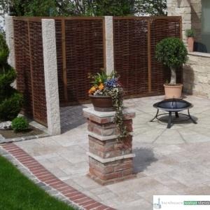 Sichtschutz aus Weiden 180x180 cm und Granit-Stelen