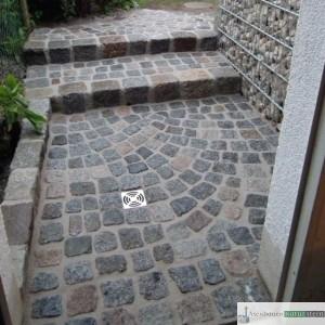 Treppenanlage aus antiken Granit Groß und Kleinstein Pflaster