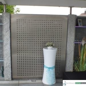 Sichtschutz, gebürstetes Edelstahl mit Granitstelen