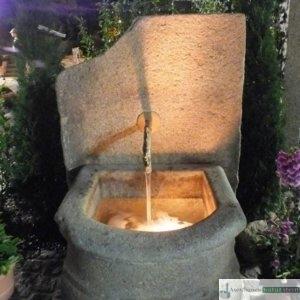 Antiker Barockbrunnen mit Platte und Messingauslauf