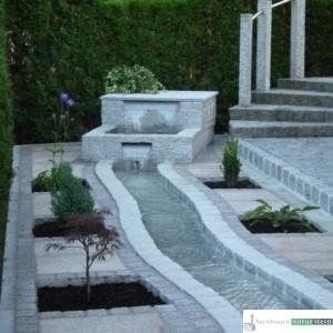moderner Bachlauf aus Granit
