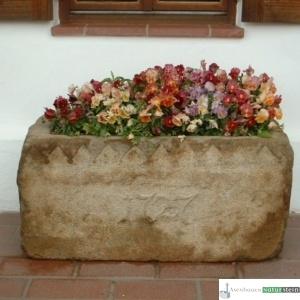 Antiker Granit Grander mit Jahreszahl
