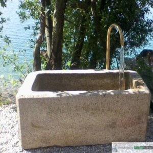 Antiker Granit Grander mit Schwanenhals