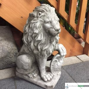 Englischer Antiksteinguss: 013. Medium Rombe Shield Lion, reight, h 53 cm