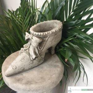 Englischer Antiksteinguss: 016. Lady Shoe B, h 15 cm