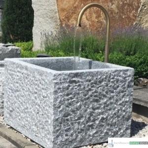 Neuer Brunnen mit Messing Schwanenhals