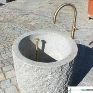 Neuer Brunnen mit Messing Schwanenhals und Standrohr