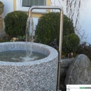 Neuer Brunnen mit Edelstahl Einlauf