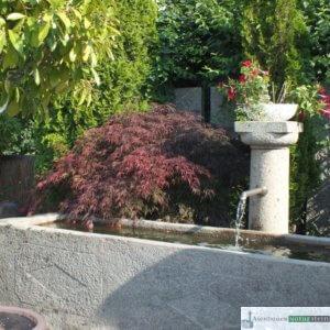 Antiker Granit Hof-Grander mit Jahreszahl