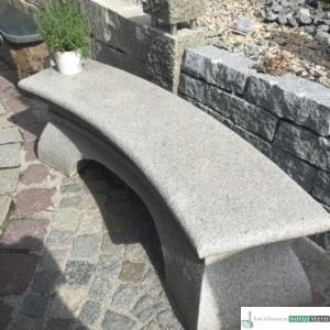 Granitbank grau, Oberfläche gestockt, 154x40xh45 cm, ca.300 kg