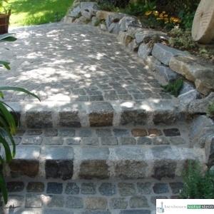 Mauer aus Granit- Wasserbausteine 15-60 cm