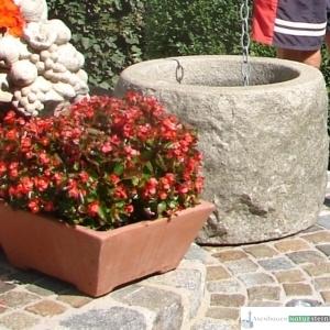 Granitbrunnen rund, spaltrau