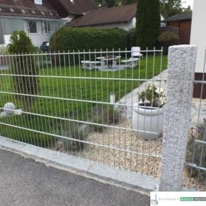 Granit-Zaunpfosten, grau, gespitzt/ Zaunelement verzinkt