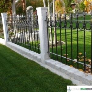 Granit-Zaunpfosten, grau, geflammt/ Zaunelement pulverbeschichtet