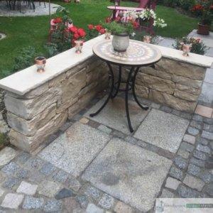 vorgesehener Grillplatz aus Granit Mauersteinen, dunkelgrau, 15/15/30 cm