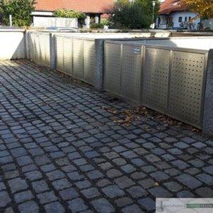 Mülltonnenhäuschen aus Granit-Zaunpfosten, grau geflammt/ Elemente aus  gebürstetes Edelstahl