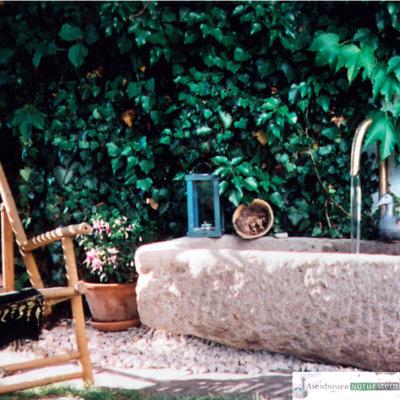 antiker Granit- Pflanztrog groß, mit Messing Umlauf