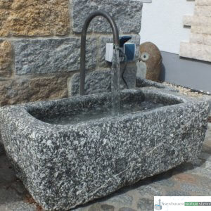 antiker Granit- Pflanztrog klein mit Umlauf/ Boan, jeder Trog ein Einzelstück