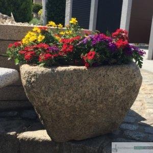 antiker Granit- Mörser klein/ Boan, jeder Trog ein Einzelstück