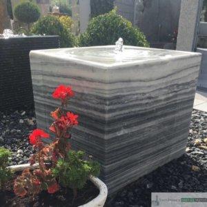 Marmor Würfel, inkl. Wasserauffangbecken, Pumpe und LED