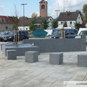 1b. Brunnen am Kaserneneck 2011, aus dunkelgrauen Granit. Dieser steht zum VERKAUF