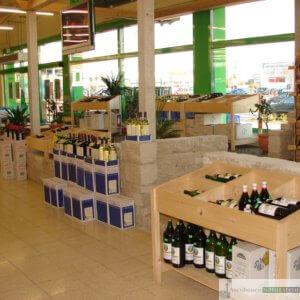 Getränke Fleischmann, Ergolding 2008, Regale aus Jurakalk-Rebmauerwerk